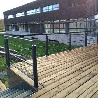 Terrasse et garde-corps réalisé par ACMB Charpente metallique construction Brioux 79