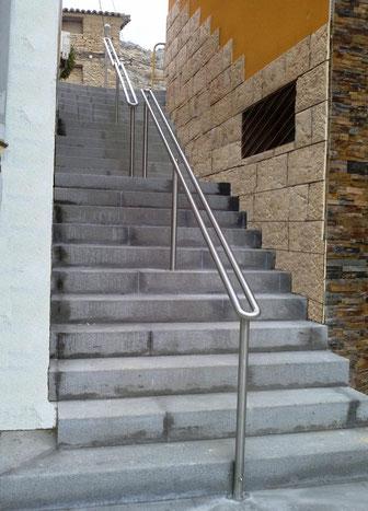 Barandillas exterior en escalera de Calle Vals de Arguedas