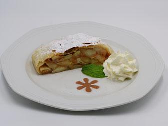 Köstliche Kuchen und Desserts - hausgemachter Apfelkuchen