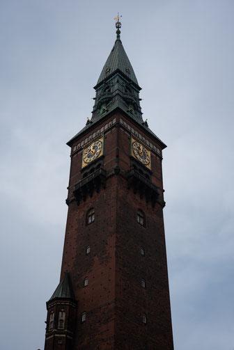 Der Turm vom Rathaus von Kopenhagen. Vom gleichen Architekt wie der Turm von Siena.