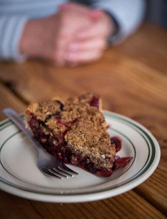 Ein Beeren Pie mit Crumble