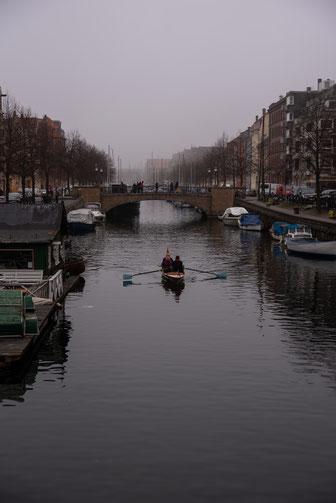 Rudern durch die Kanäle von Kopenhagen sieht man nicht selten.