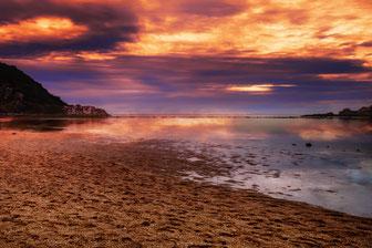 orangefarbener Sonnenuntergang am Koh Ma Beach in Thailand auf Koh Phaghan