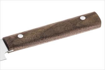 Massiver Griff aus Walnussholz mit rostfreien Nieten
