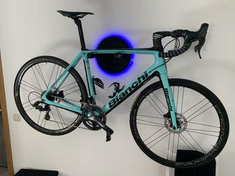 Wandhalter Wandmontage Halterung Fahrrad Rennrad Holz mit Beleuchtung LED Bike wall mount Karbon Carbon Bianchi