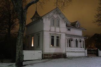Weißes Holzhaus in Mariehamn, Åland