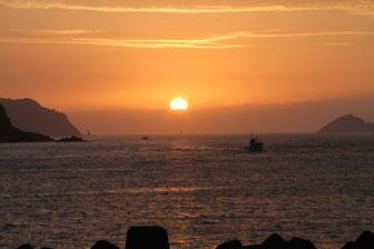 甑島 上甑島里の港の朝日