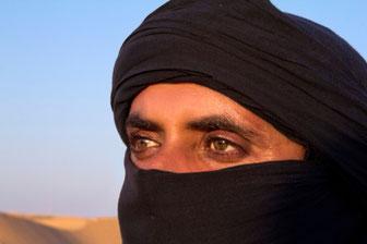 Beduinas Tuniso pietuose plytinčioje Sacharoje prie Douz miesto