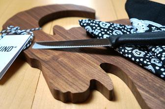 Schneidbrett JA/UND mit Messer und Halstuch