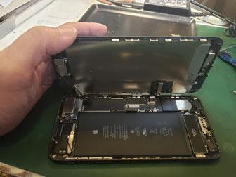 iPhone7plusの液晶パネル取り外し