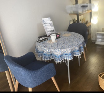 80cm丸テーブルに120cmの円形サラサ