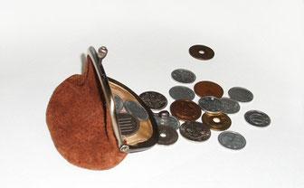 がま口と硬貨
