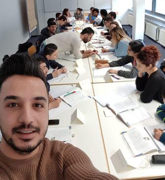 """Ich mag Deutschland. Ich mag die deutsche Sprache"""", sagt der gelernte Schneider Mustafa Sino (25). Der gebürtige Kurde floh aus Aleppo in Syrien und landete im Sommer 2016 in Esslingen-Sulzgries. (Foto: Mustafa Sino)"""