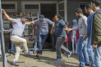 Fest der Begegnung in RSKN: Männer außer Rand und Band zeigen orientalische Tänze, die streckenweise an Schuhplattler aus Bayern erinnerten (Foto: Uwe Mönninghoff)
