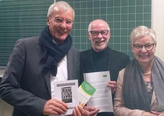 Auf ein Wort: Zu einem Gedankenaustausch treffen sich OB Jürgen Zieger (l.) mit Gabriele Alf-Dietz und Rainer Hillgärtner von der Initiative Gemeinsam für Flüchtlinge in RSKN (Foto: Tanja Iskander)