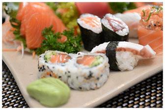 Assiette de shushi, sashimi et maki