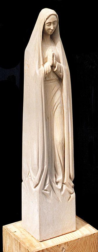 Schlanke anmutige Marienfigur aus Sandstein#Maria Magdalena#Maria stehend mit Schleier#Ave Maria