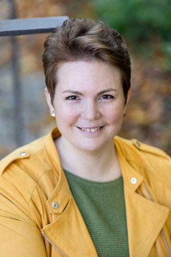 Portrait-Foto der Autorin und Lektorin Johanna Gerhard
