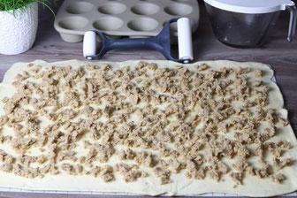 Krokant Schnecken Hefeteigschnecken aus dem 12-er Snack Muffinform mit Teigroller, Teigunterlage und Nixe online im Pampered Chef Onlineshop kaufen
