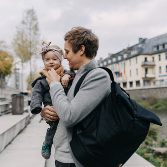 Der Wickelrucksack für Väter in Elternzeit