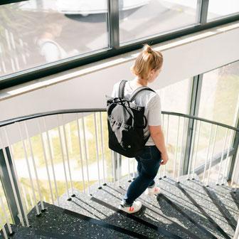 Die kompakte minimalistische Wickeltasche von Anna und Oskar