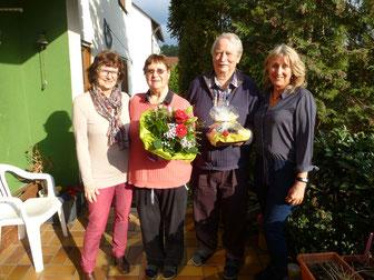 Die Sängerfreunde Leerstetten gratulieren zur Diamantenen Hochzeit: Richard und Marianne Ast (Mitte)
