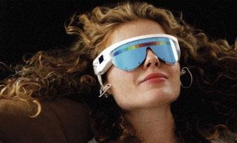 lunette PSIO sur visage d'une femme - (LNE) Certificat d'innocuité totale pour les yeux