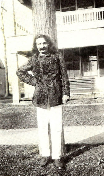 Meher Baba outside the Hancock Hotel, Hancock, New Hampshire, USA