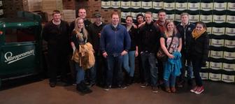Gruppenbild der Lj Hainersdorf in der Staropramen Brauerei