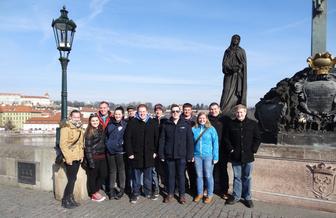 Gruppenbild der Lj Hainersdorf auf der Karlsbrücke