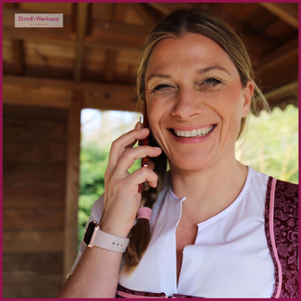 Sonja Stern am Telefon