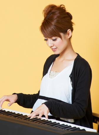 ピアノ弾き語り 女性 レッスン