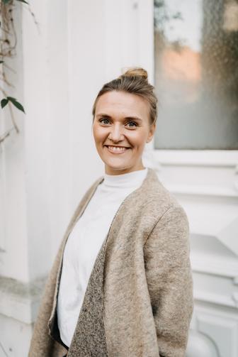 Jenny Kruse | Gründerin, Hair & Make up Artist, Beauty, Styling |  Ich heiße  Jenny Kruse und bin leidenschaftliche Hair & Make up  Artistin aus Hamburg. Nun bin ich mehr als 13 Jahre tätig und möchte Dir eine Vielfalt meines Könnens anbieten.