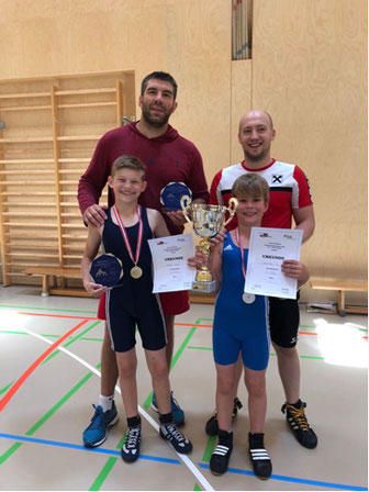 Stolze Trainer mit Walder und Liebensteiner