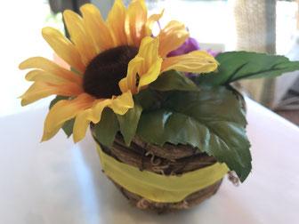 テーブルに飾られたお花の演出