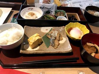 体に優しい魚や卵焼きが中心の和朝食