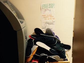 Ici pas de chaussures mais des pantoufles pour être à l'aise!