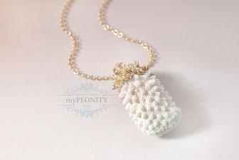 Vergoldete Koralle weißer Anhänger lange Halskette