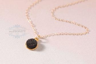 Schwarze Druse klein zarte Halskette mypeonity