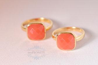 Coral Chalzedon Kissen Ring Silber vergoldet