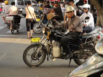 Einige Beispiele für typische Sturzhelme in Xiamen.