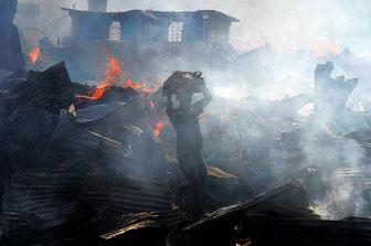 Gikomba (Nairobi): il più grande mercato di vestiti usati dell'Africa orientale dopo l'incendio del 23 giugno 2015.