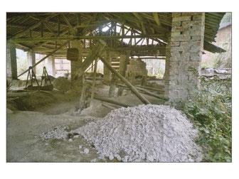 """A l'avant-plan le feldspath """"baidunzi"""" - photo archives personnelles, 2004."""