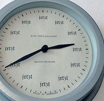 Definition von Zeit und Zeitwahrnehmung. Uhren sind Geißeln, denn sie töten das Zeitgefühl.