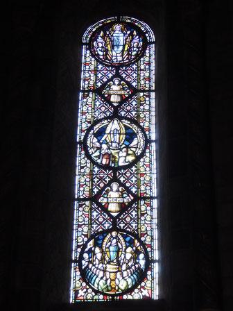 Rolduc noordconcha, het oostelijke venster met de twee jaartallen en driemaal Maria in een mandorla