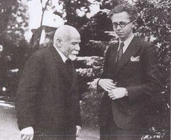 BOULOGNE 1938. ALBERT KAHN interviewé par un journaliste dans son jardin japonais préféré