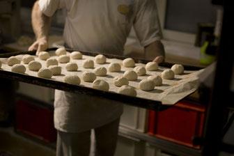 Lohn-Plus in der Backstube und in den Verkaufsfilialen: Tausende Beschäftigte in der Bäckerbranche bekommen ab sofort mehr Geld. Darauf weist die Bäcker-Gewerkschaft NGG hin. Foto: NGG