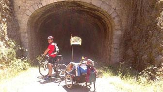 Atravesándo túneles hacia el puerto del Escandón.