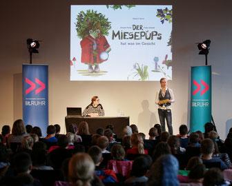 """Kirsten Fuchs liest auf der lit.kid.RUHR: """"Der Miesepups hat was im Gesicht""""."""