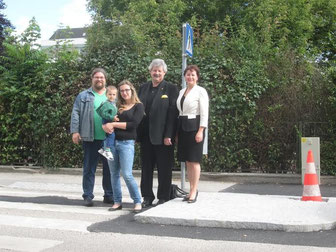 V.l.n.r.: GR Mag. Klaus Bergmaier MSc, GRin Jasmina Brdaninovic (mit Söhnchen Emin), Viebgm. Gottfried Haselmayer, GRin Gerda Ringhofer MBA. Foto: zVg